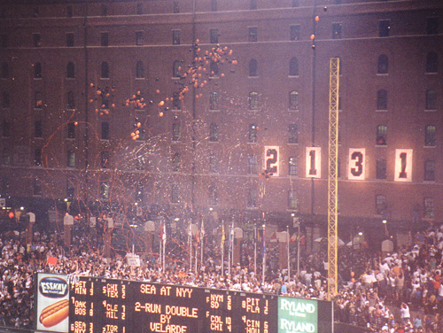Warehouse at Camden Yards when Cal breaks the record (courtesy of wikipedia)