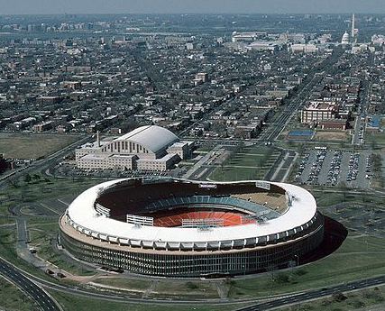 800px-RFK_Stadium_aerial_photo,_looking_towards_Capitol,_1988