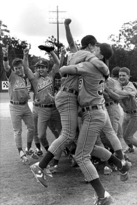 FSU's_baseball_team_celebrates_their_victory-_Tallahassee,_Florida_(7115463979)
